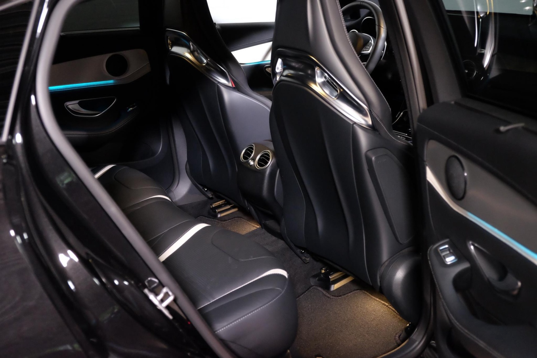 Mercedes-Benz-GLC-22